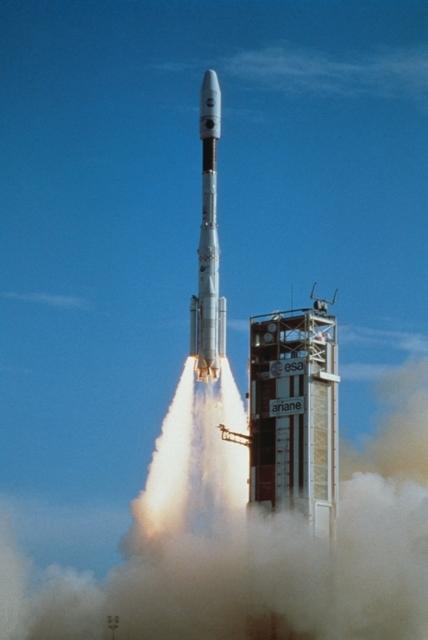 Premier lancement d'Ariane 4 le 15 juin 1988. Crédits : CNES/ESA/Arianespace