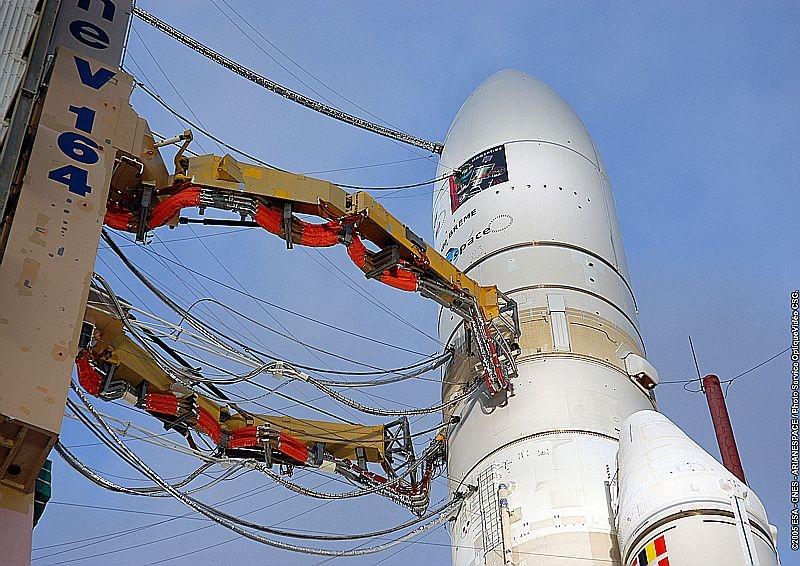 Ariane 5 ECA sur son pas de tir. Crédits : CNES/ESA/Arianespace/CSG Service optique